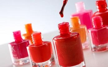 爱美女生要谨防指甲油危害 劣质产品易中毒图片