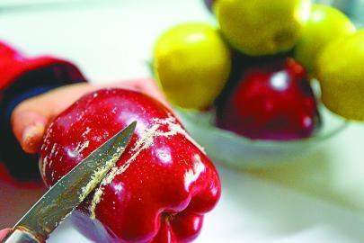 研究发现,苹果皮中的熊果酸有助于增加有益减肥的棕色脂肪,降低肥胖